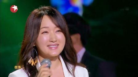 她是中国第一代玉女歌后, 当年这首歌火遍全国, 再次登台容颜依旧
