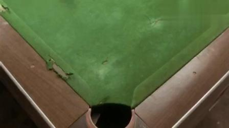这么大的台球桌, 说掀就掀, 真不亏是女大力士!