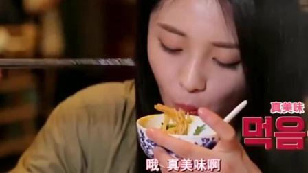 美食节目: 韩国人吃中国火锅, 演播厅的人看着视频, 被馋的不行