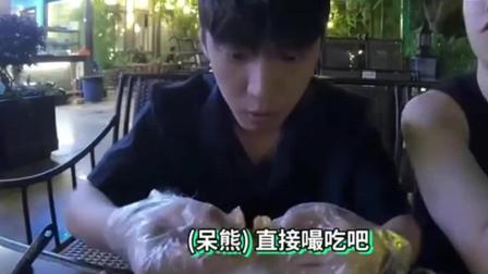美食节目: 韩国人好奇中国小龙虾为什么火爆韩国, 尝后太好吃连酱料都能拌饭