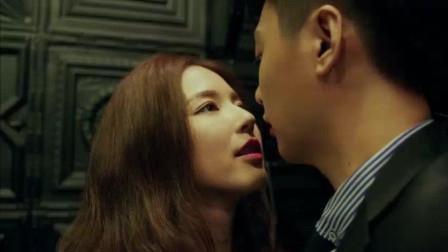 北上广: 男子聚会碰到情人, 被情人要挟来洗手间