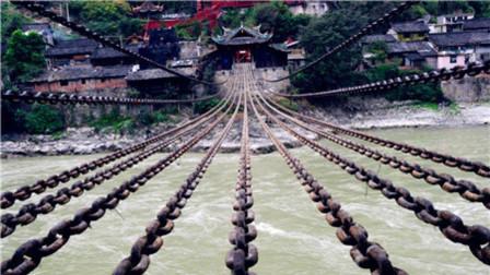 为什么飞夺泸定桥时, 敌人只拆木板, 却不弄断铁索呢? 看完明白了