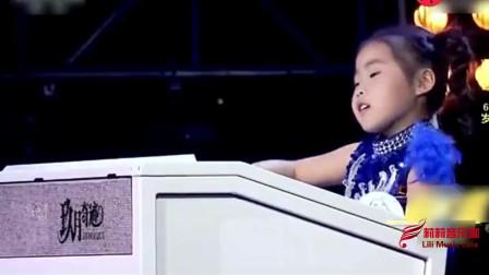 6岁小女孩用双排键演奏《通天大道宽又阔》, 王小玮徒弟太牛了!