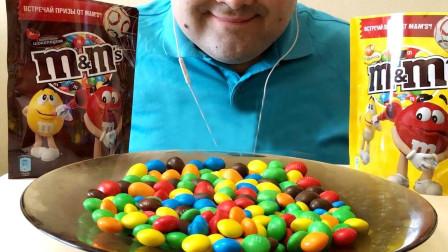 大胃王吃流行巧克力豆, 色彩缤纷看着就心情大好, 网友: 吃相太淑女