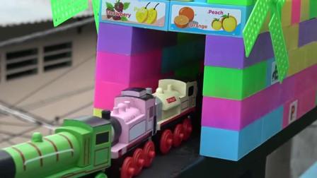 噢 ! 勇敢的小巴士和小火车工程车亲子益智玩具视频分享
