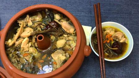 """云南名菜""""汽锅鸡"""", 鸡肉鲜嫩, 汤汁甜美"""