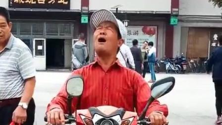 偶遇天津网红大爷, 一首网红歌曲, 被大爷唱出了不一样的灵魂!
