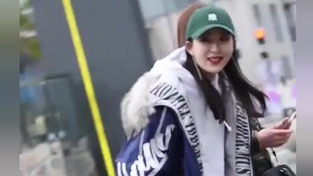 街拍瞬间: 现在街上漂亮的小姐姐, 手上的包都不便宜