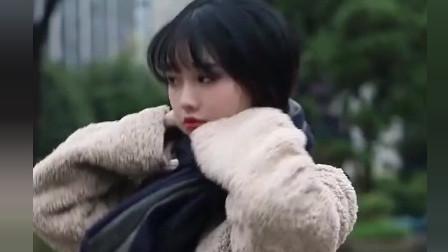 街拍瞬间: 小姐姐实在太可爱了吧, 眼睛它告诉我它恋爱了