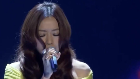 张靓颖登上韩国MAMA表演, 海豚音听呆韩国观众, 登上韩国热搜第一!