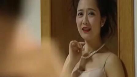 女儿把妈妈打扮的性感成熟, 老公一回家忍不住了!