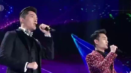 胡歌与王凯合唱《在此刻》, 双帅用歌声期许美好时刻让全场欢呼!