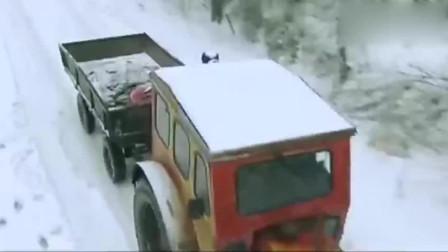 北风那个吹-姑娘冒着大雪坐拖拉机去医院生孩子, 丈夫没陪她!