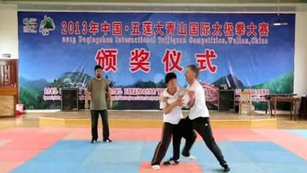 两徒弟对擂, 太极拳老师傅现场指导后, 徒弟功力显著提高! 明师!