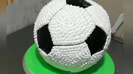 风味人间: 蛋糕师制作的足球蛋糕, 切开以后真的很惊喜