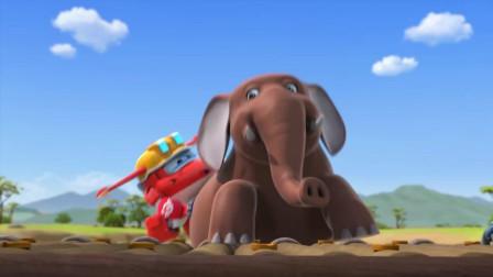 超级飞侠: 大象差点掉进水里了, 幸好有乐迪!