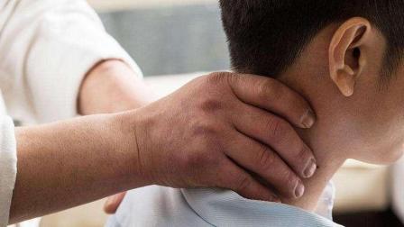 颈椎病、腰椎病并不可怕, 按住这个穴位酸痛立即消减!