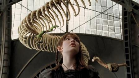 仨小孩去亲戚家寄宿,不料亲戚是一个爬虫专家,家里到处都是蛇啊