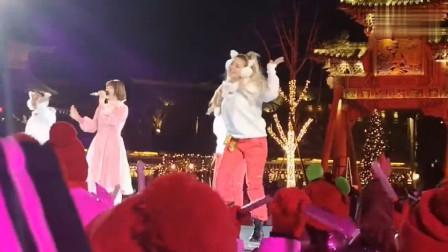 花泽香菜参加北京跨年晚会演唱《恋爱循环》, 来自中国宅男的怒吼