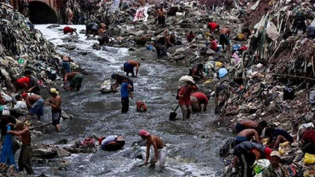 国外最奇葩的垃圾场, 危险重重, 当地人不上班来这里捡垃圾为生!
