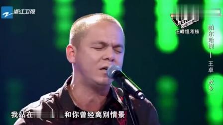 """中国好声音: 男子拥有""""沙哑""""的嗓音, 一开嗓郑钧表情亮了! 敬佩"""