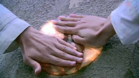 景天想借机戏弄徐长卿,谁知手刚放到石头上就发生奇迹!景天懵了