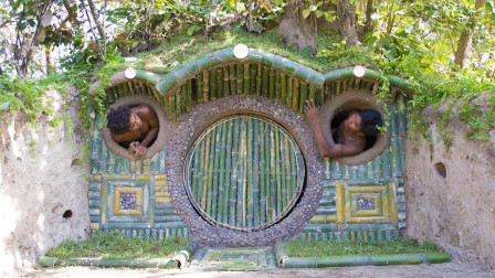 """野外建造庇护所, 让我想到了指环王的""""霍比特小屋""""简直一模一样"""
