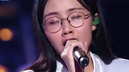 中国好声音: 郭沁的一首《船歌》, 开口声音就如此的好听!