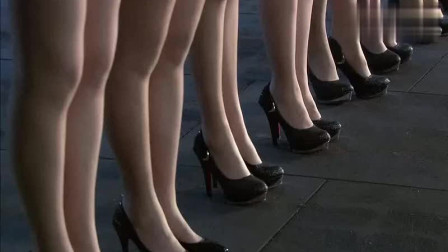 """女特种兵集体穿""""高跟鞋""""一个个很不习惯"""