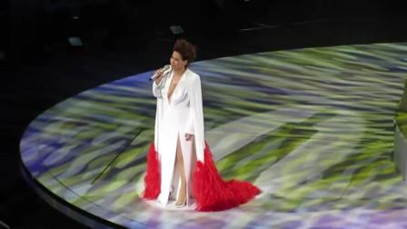 六十岁的甄妮演唱会再唱经典《奋斗》经典歌曲永不褪色