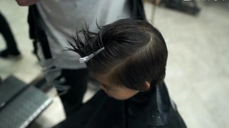 剪小孩子发型需要有方法的, 不能乱哦