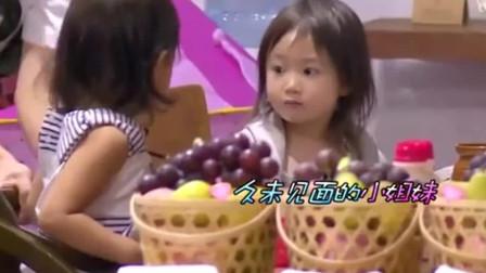 爸爸回来了: 馨爷兴高采烈的说: 我尿裤子啦! 奥莉无奈: 没关系啊!