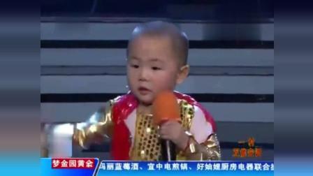 李鑫: 我叫张峻豪, 我今年3岁了! 张峻豪: 你吃饭了吗?