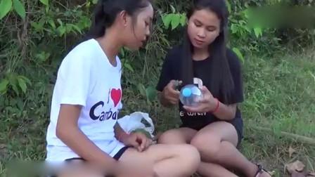 漂亮的柬埔寨女主播下田抓黄鳝, 你不一定见过!