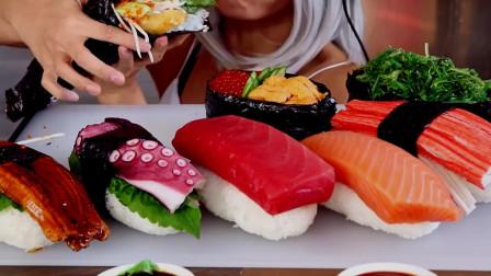 美食吃播, 美女小姐姐吃超大的海鲜寿司, 超好吃, 超过瘾