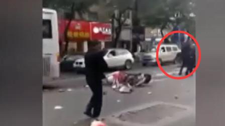 突发! 福建一公交车被歹徒持刀劫持, 已造成5死21伤!