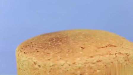 创意DIY蛋糕做成巨型的唇膏形状, 闺蜜吃得很开心, 创意成功