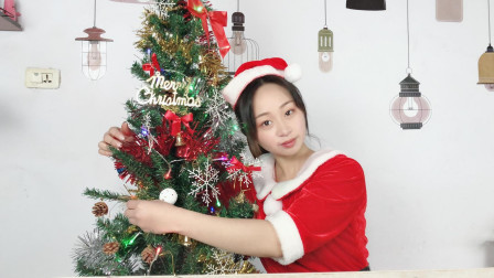 圣诞节到了, 小妹买了一棵圣诞树, 组装好以后超漂亮!