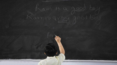 小时候教室里的黑色黑板, 为什么现在都是绿色的?