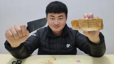 试吃提拉米苏蛋糕, 吃完嘴上沾满了面包屑, 吃的好任性啊