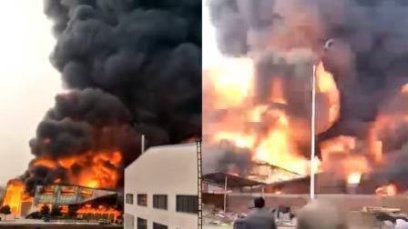 火龙果传媒 第一季 济宁一海绵厂发生火灾 火光冲天浓烟滚滚