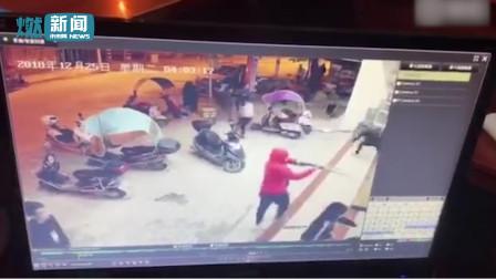 惊险! 网传10多名持刀歹徒冲入餐馆2分钟内砍伤3人 事后飞速逃离