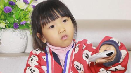 爆笑父女: 萌娃想看电视, 爸爸偏不让看, 看看萌娃是如何应对的?