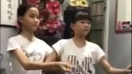 潮汕两个小女孩唱潮剧过好听, 瞬间火了!