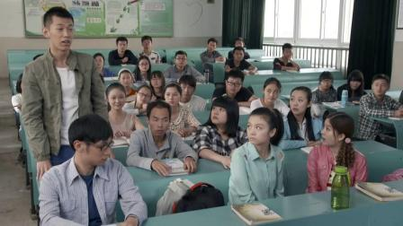 男老师跟女同学跳舞被拍成视频,被同学传网上点击率爆棚,厉害!