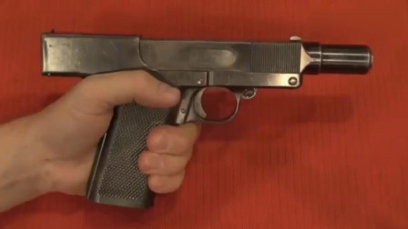 这把二战时的老式手枪, 内部设计很精妙, 拆解后只有几个零件