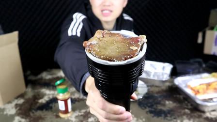 用32000流明手电筒烤肉什么感觉? 烤完直接大口大口的吃