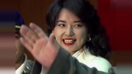 回顾: 1993年李连杰参加综艺节目, 胡慧中羞涩, 给