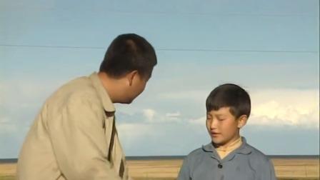 男孩是被人贩子来的,主动要帮男子卖鱼,趁机上了一辆卡车!