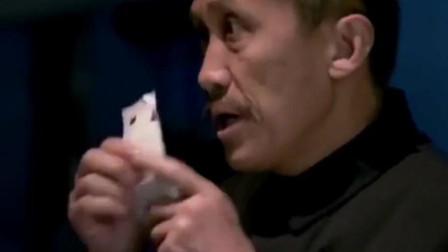 牛二听到尚武说单位报销-立马掏出一叠发票-帮个忙一起报销呗!
